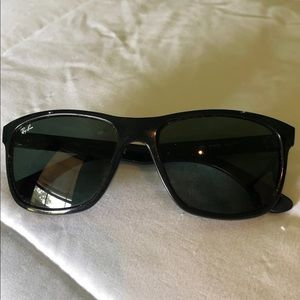 Ray Ban RB4181- like new!! Unisex